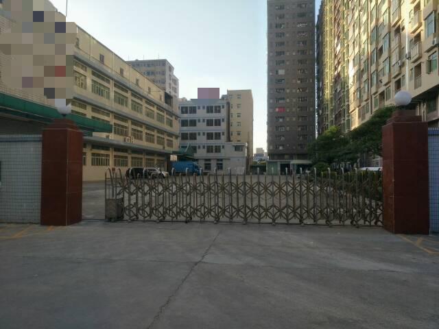长安镇新出楼上带精装修厂房2400平方