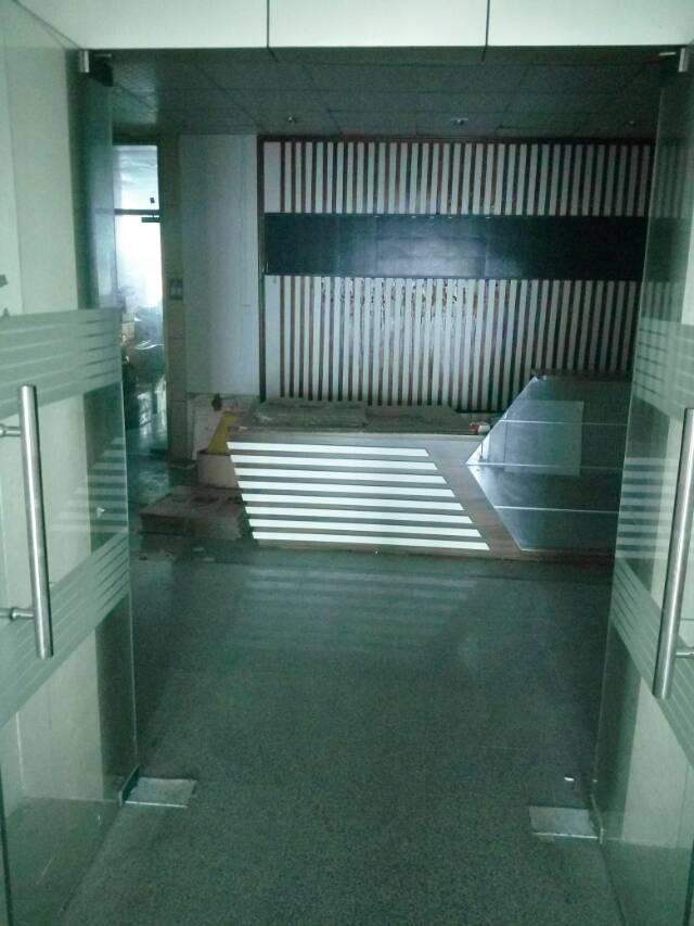 沙井庄村大型工业园区新出楼上800平精装厂房出租