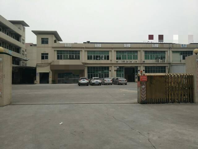 长安镇新出楼上带精装修厂房1600平方