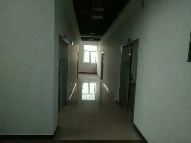 沙井和一楼上800平方有装修不要转让费