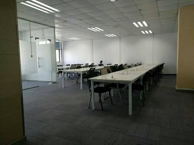 油松248平米精装修办公室出租送家私免费使用