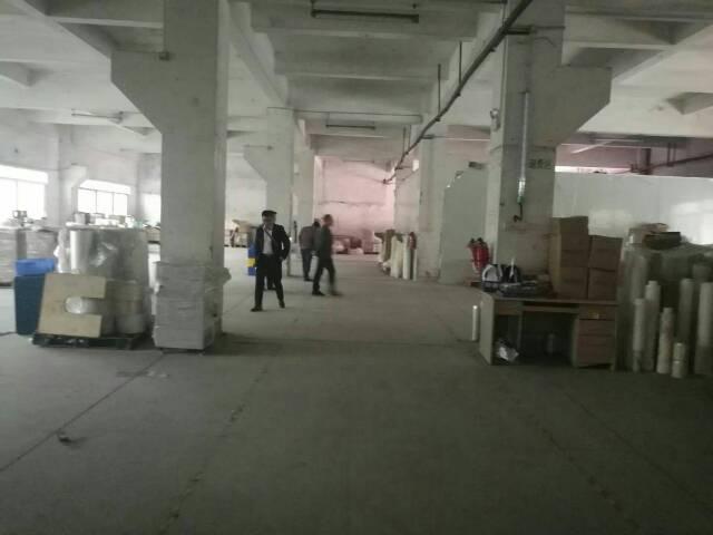 高速出口一楼带牛角厂房2300平方。