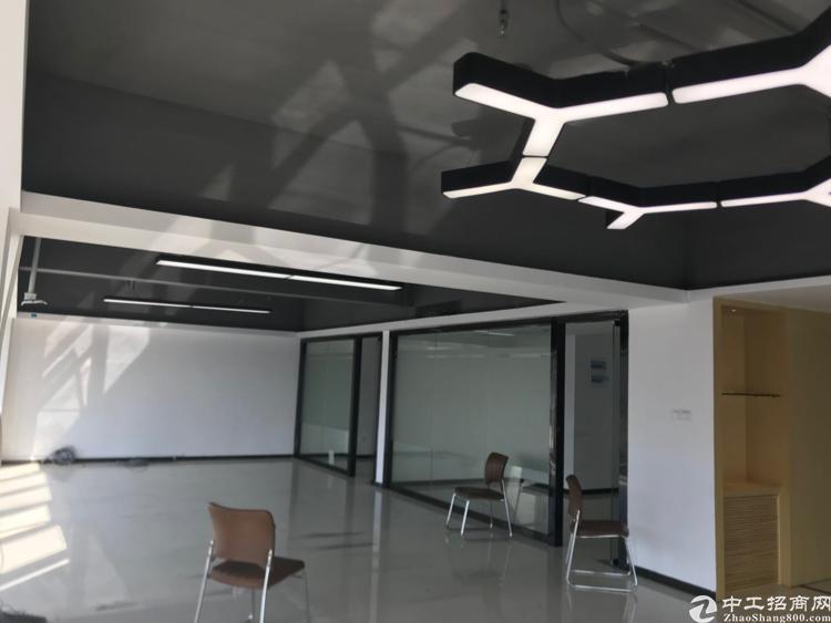 龙华清湖地铁口甲级写字楼精装200平户型拎包入住