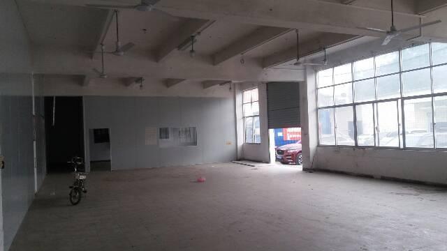长安霄边精装修标准厂房一楼400平带办公室