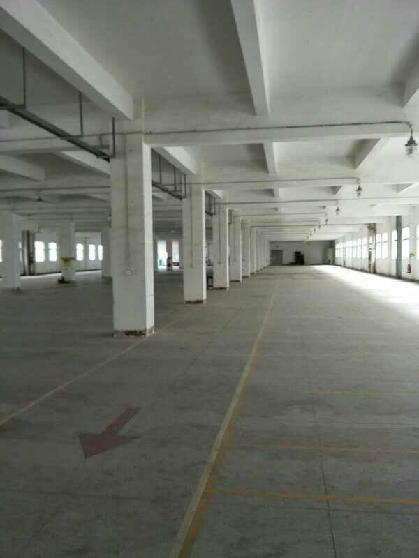 清溪镇中心区楼上厂房6800平方一整层
