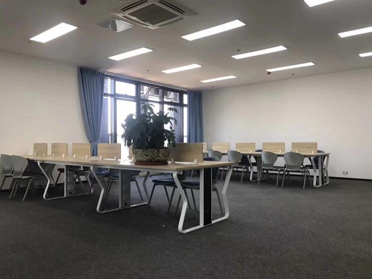 坂田杨美地铁口300平带装修厂房低价出租