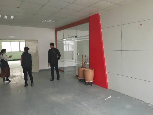 观澜近龙华工业园新出三楼1200平方带装修