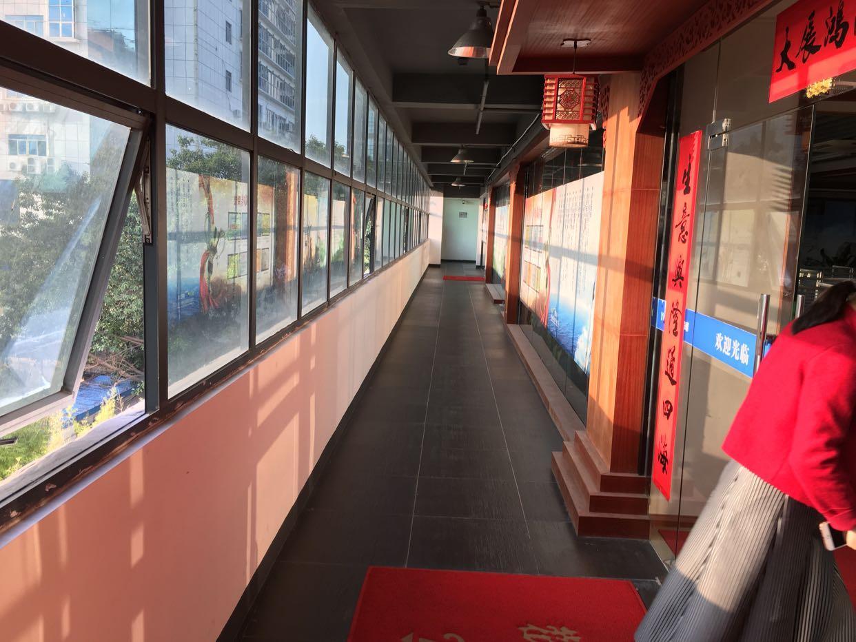 龙华北站地铁口520平带价私办公室出租,无转让费