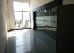 平湖华南城未来地铁口简装修办公室大小对外低价处理