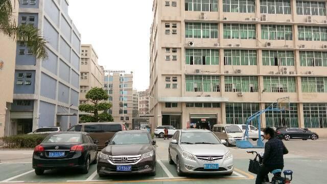 龙华大浪福龙快速入口附近新出大型园区整层1900平原房东厂房