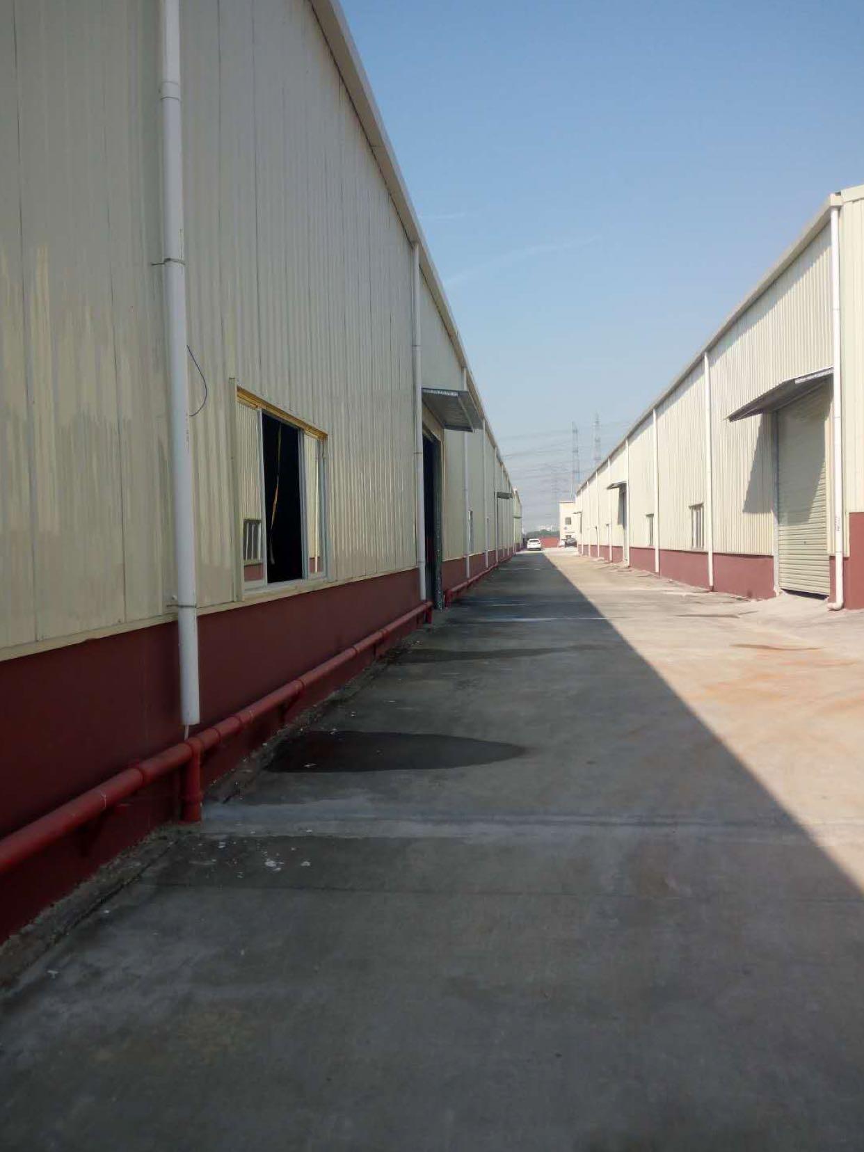 万江新出独门独院厂房主干道旁带现成家具和烤漆环评厂房出租!