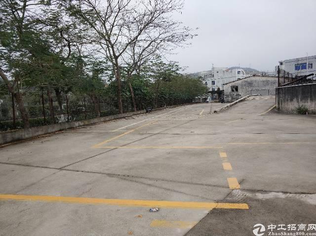 空地招租两千平进出方便位于主干道边上有两个大门
