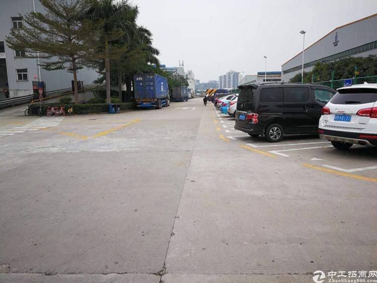 龙华中心城标准物流仓8000平,空地大 带卸货平台 可分租