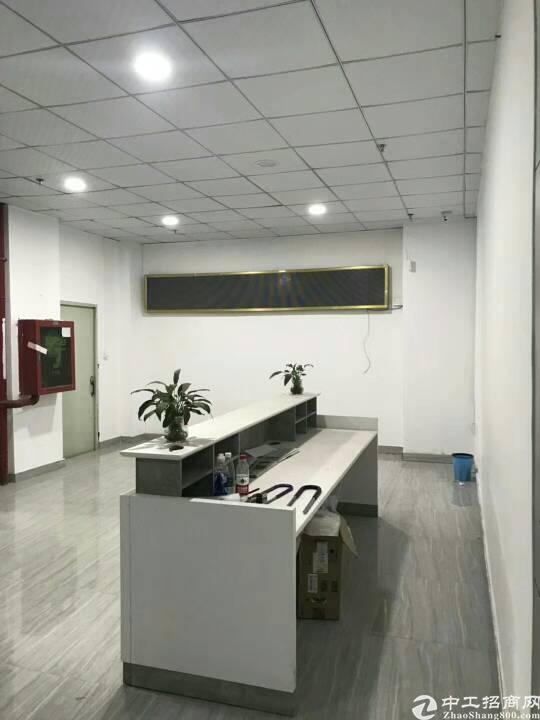 松岗地铁口旁新出楼上850平方精装修厂房出租