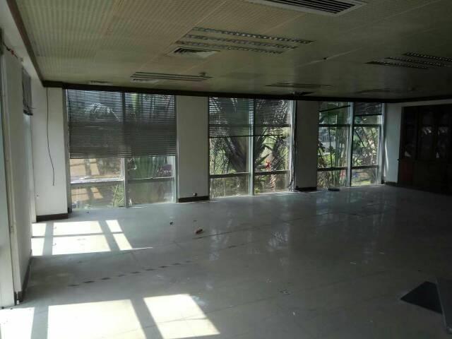 横岗永湖地铁站后面带装修厂房出租大小可分租