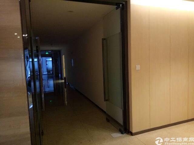 龙华地铁口新出写字楼1485平方豪华装修