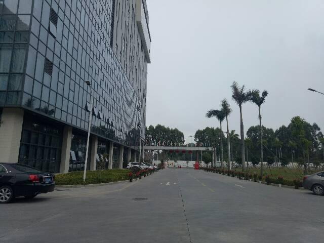 龙华上塘地铁站西头工业区带装修办公室350平