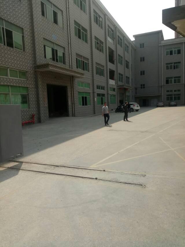 平湖辅城坳山厦工业区楼上900平方米带装修厂房招租