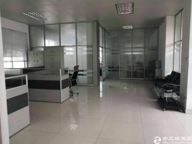 新出楼上700㎡水电齐全,现成办公室