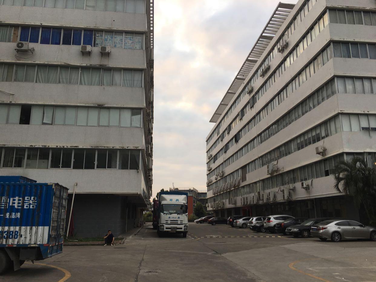 坂田五和地铁站一公里一楼2000平方大小分租适合国际物流仓库