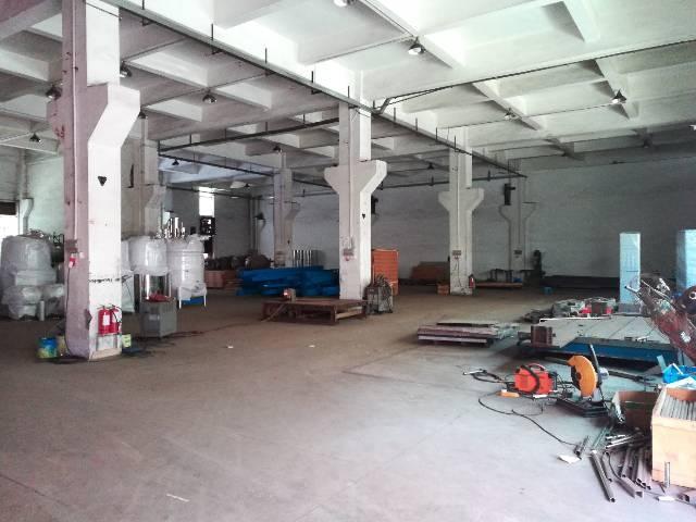 福永地铁站宝安大道边,1楼2500平方,带牛角行车,交通方便