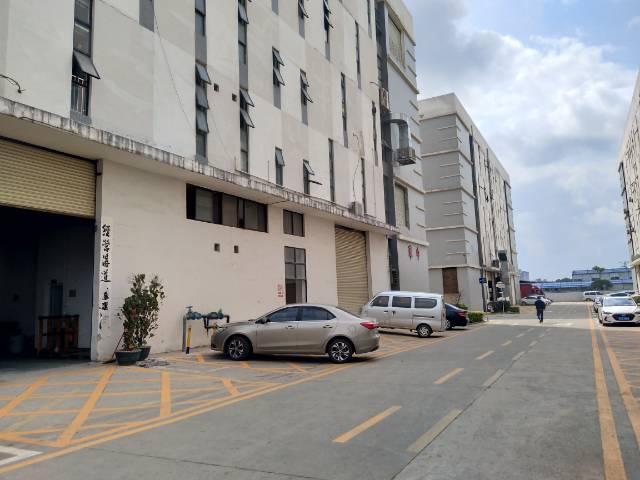 松岗高速出口附近一楼750平带行车厂房出租-图2