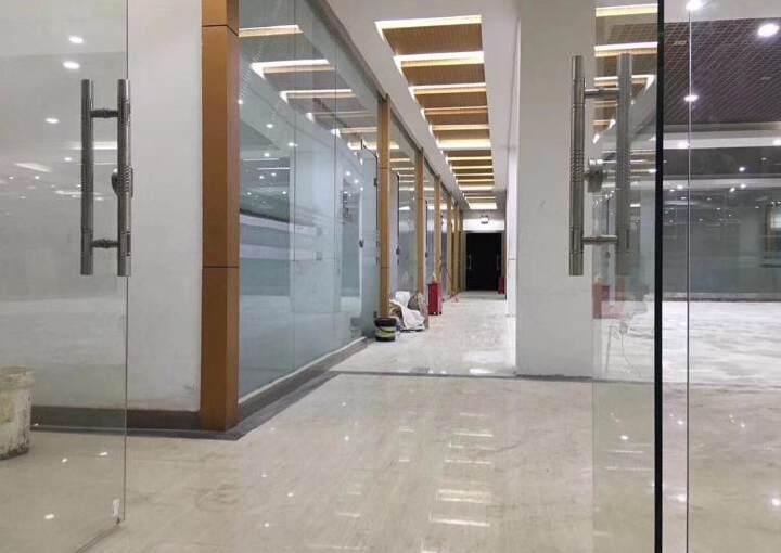 龙华龙胜地铁口旁新出880平带豪华装修可分租图片2