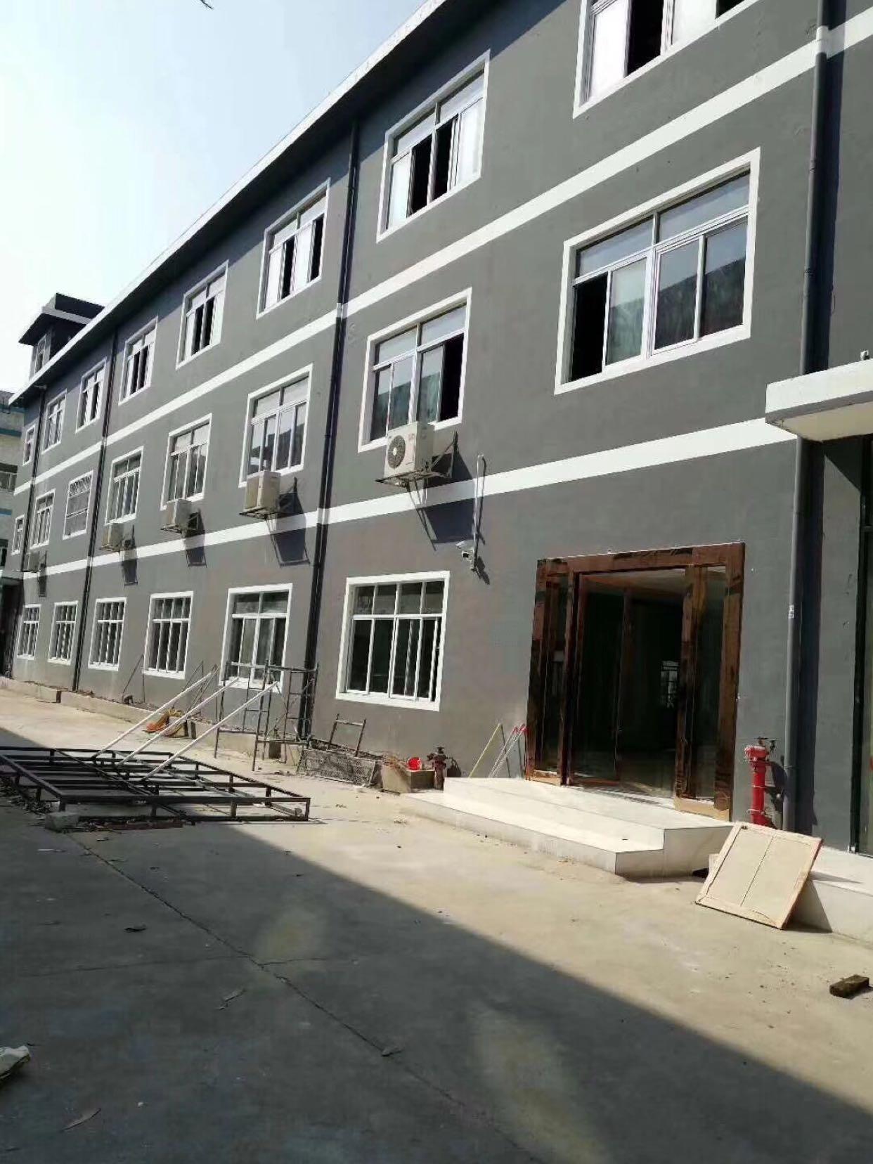 龙华清湖地铁口带红本小独院3层3300平出租