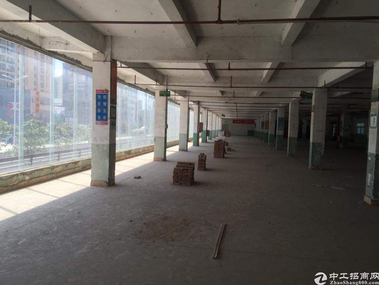 近高速口繁华地段,2楼整玻璃窗1700平米出租