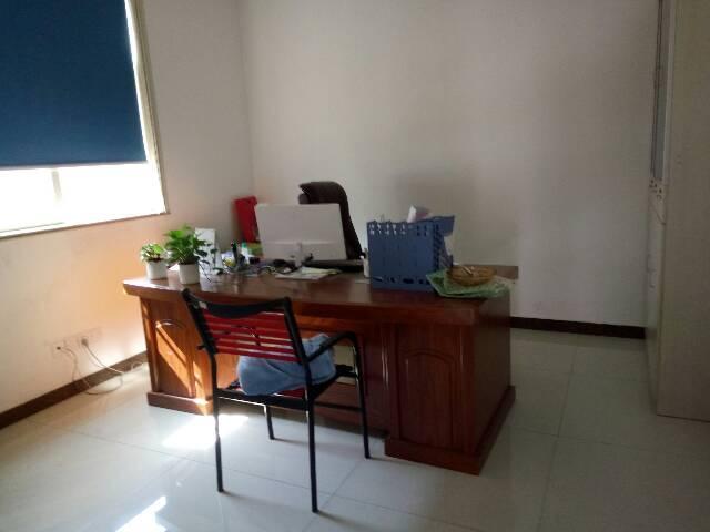 平湖富民工业区办公室390平米出租!