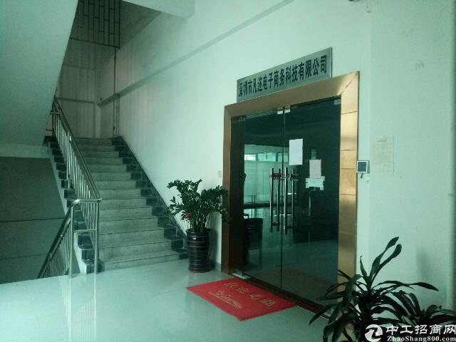 平湖华南边上新出880平方带装修厂房招租