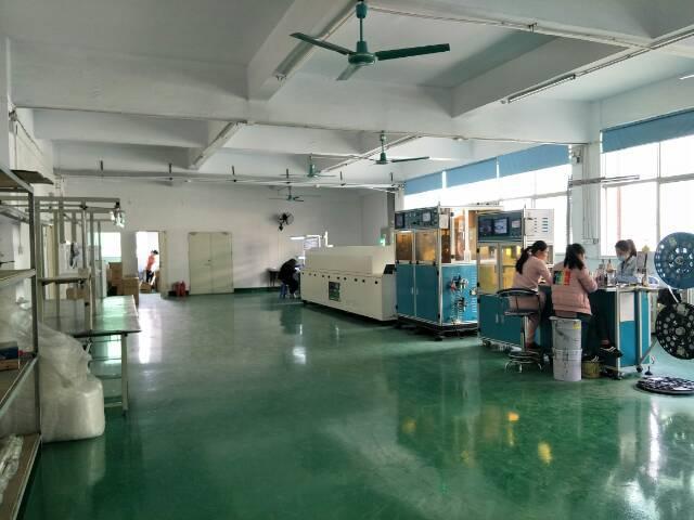 公明镇楼村新出高薪科技园楼上1000平方精装修厂房。