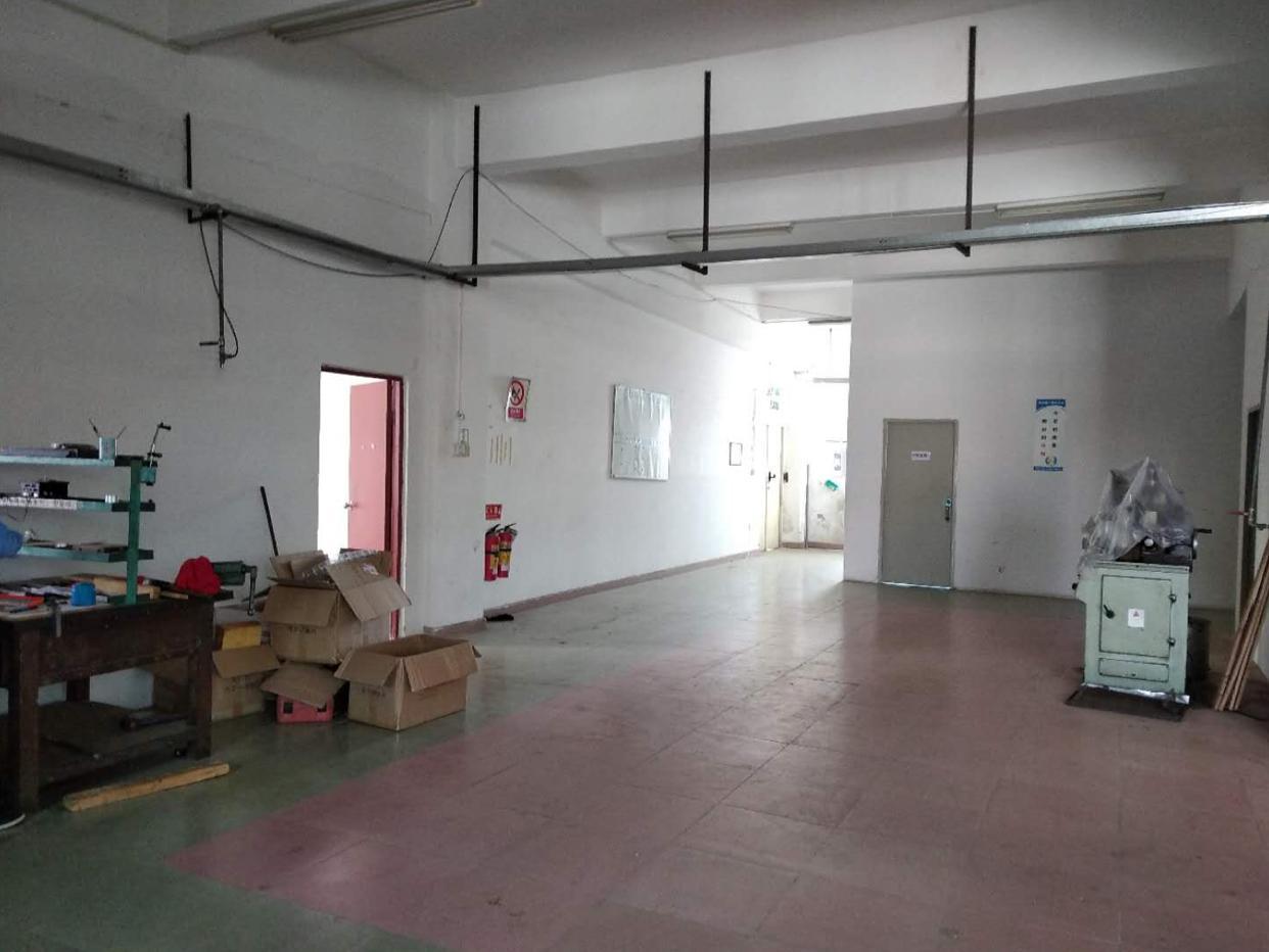 石井 新出一楼540平米带装修厂房出租