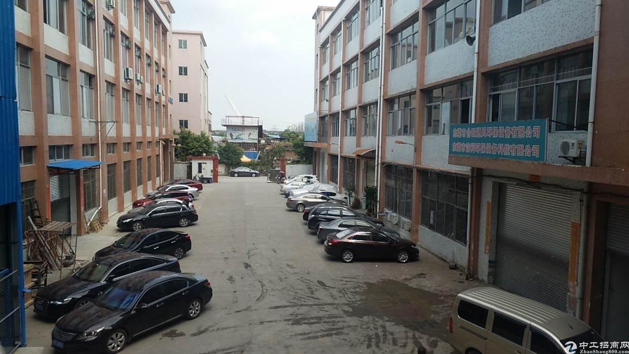 万江新搬空标准厂房一楼1500,可以分租,有配套宿舍!