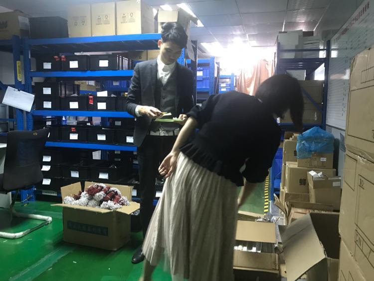 龙华新百丽附近办公楼招租580平,带装修