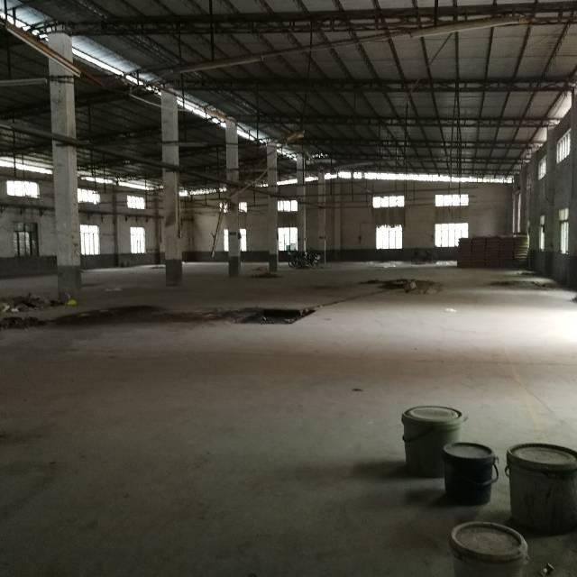 临近高速铁皮厂房