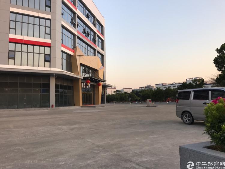 清湖写字楼一楼5000平方招租