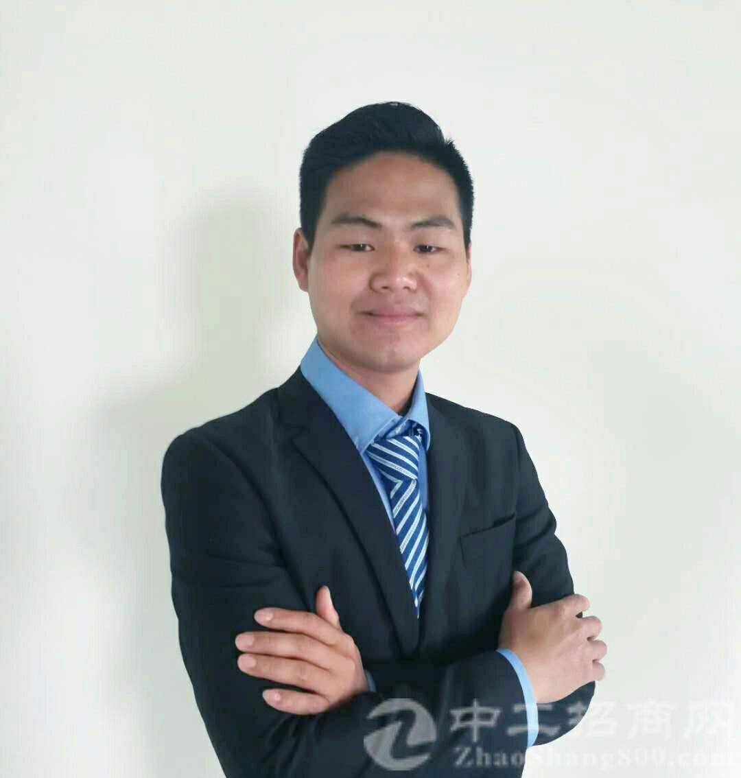 厂房经纪人陈镇群