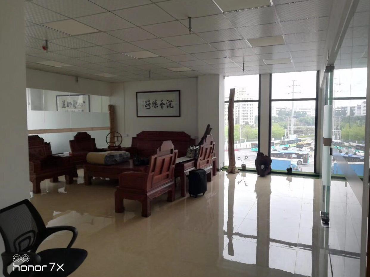 清湖地铁口精装550平红本写字楼出租