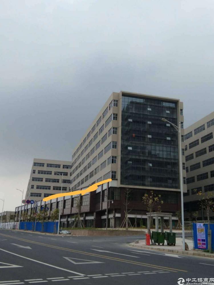 常平镇标准厂房三楼1490平方出租