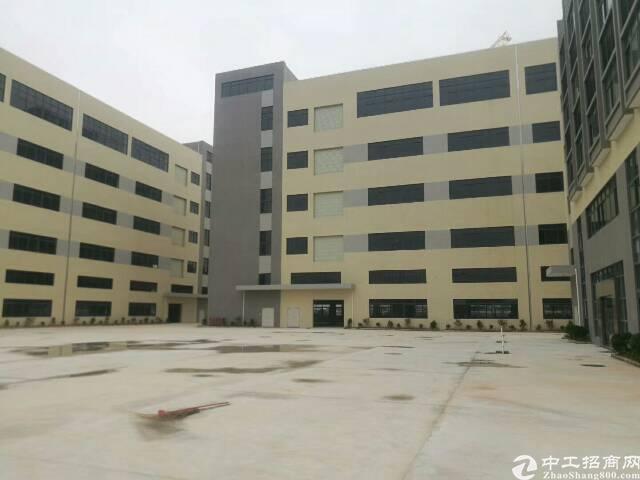 平湖华南城附近楼上1200平方标准厂房出租