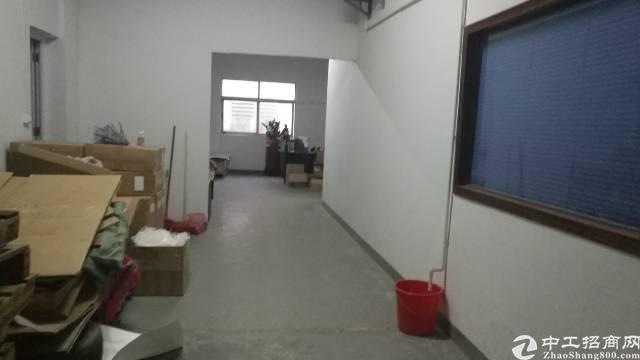 公明标准厂房楼上360 平带装修