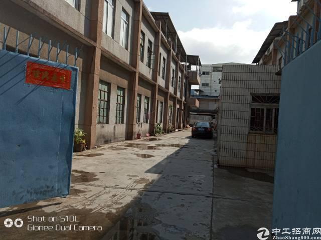 长安街口紧邻358省道,位置好,交通方便,独门独院2800方