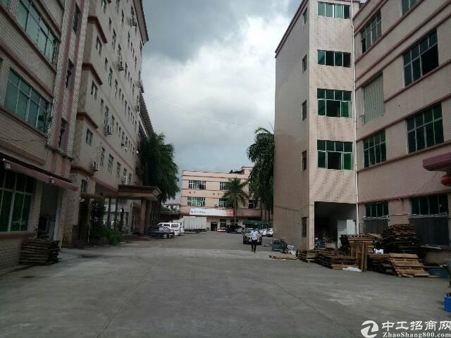 平湖华南边上新出一二楼3400平方大小分租