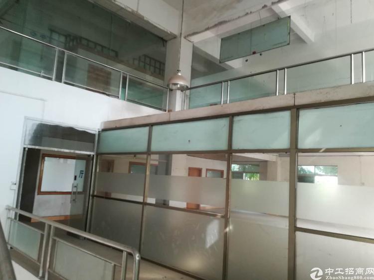 楼上厂房出租1900平方租金便宜。