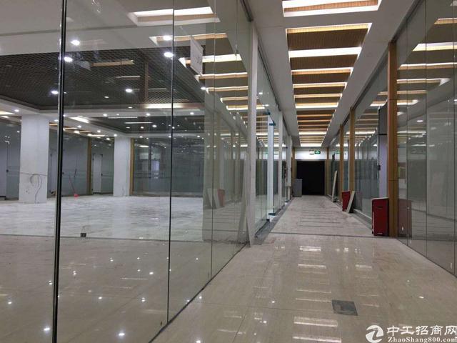 民治上塘地铁站旁精装修办公室168平低价出租