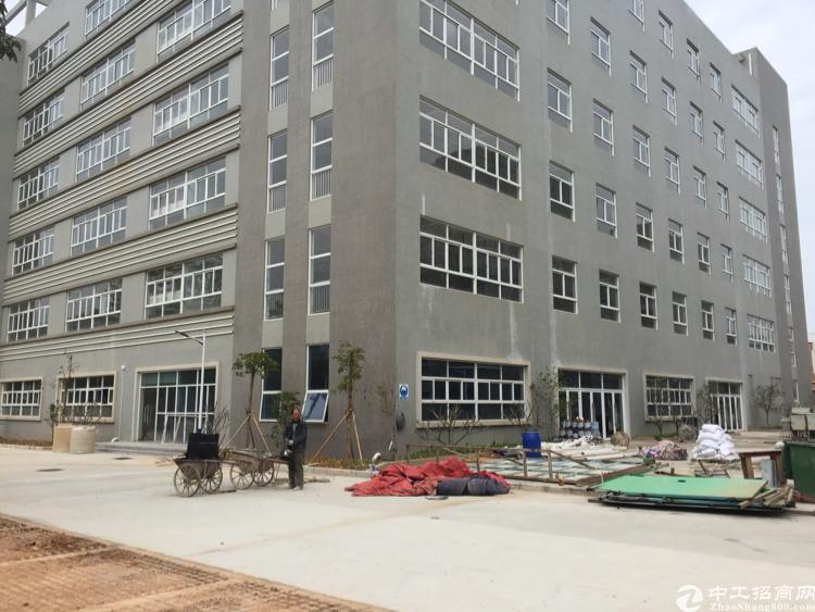 坪山大型工业用厂房3楼550平米现成装修出租