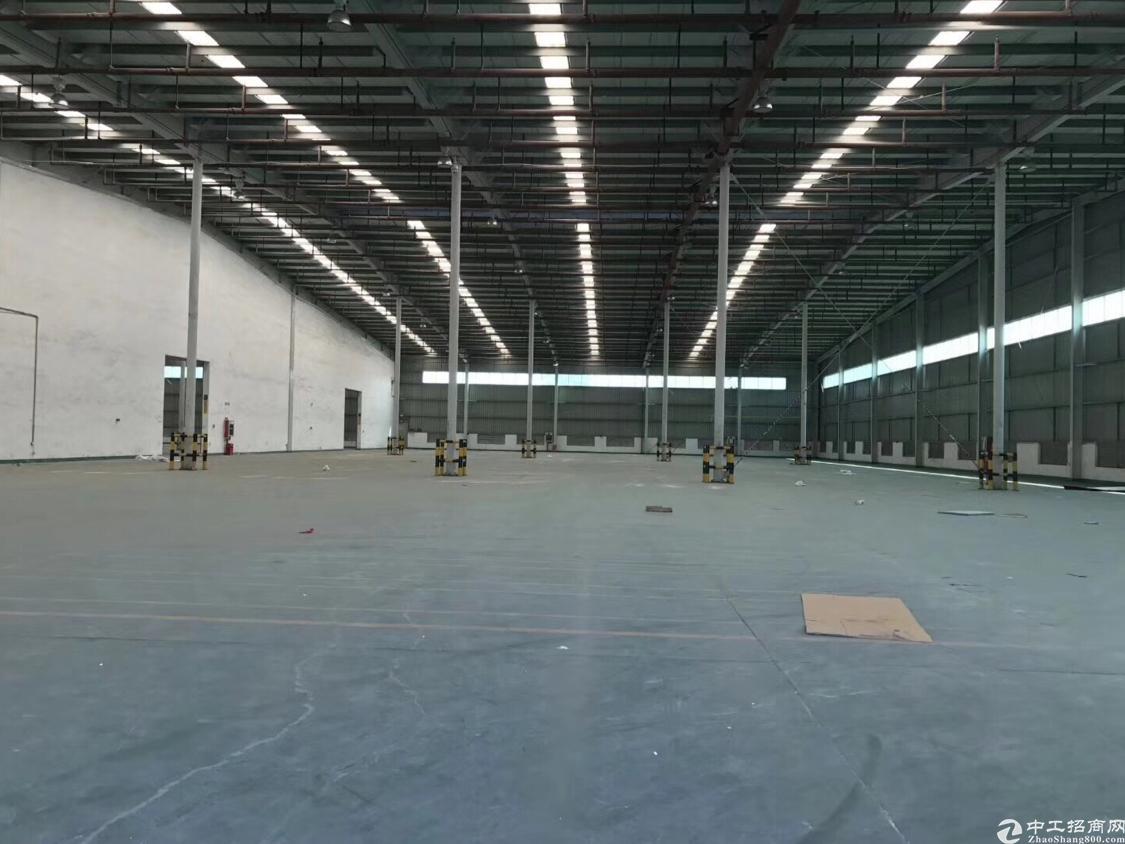 坂田五和地铁站附近新出单一层2000平方可分租适合物流仓库