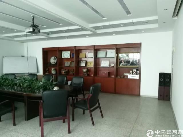 横岗荷坳地铁站新出楼上带豪华精装修办公室2500平出租