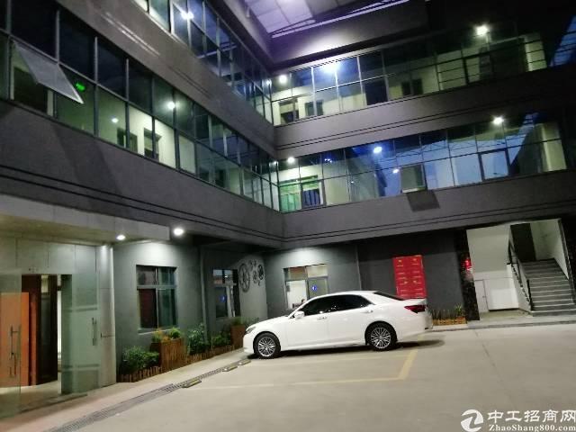 横岗街道附近新出楼上办公室220平招租